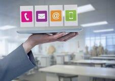 Compressa della tenuta della donna di affari con le icone dei apps nella fabbrica dell'officina Immagini Stock Libere da Diritti