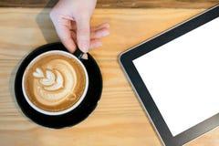 Compressa e caffè in bianco Immagini Stock Libere da Diritti