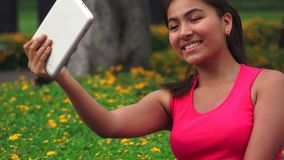 Compressa teenager femminile Selfy stock footage