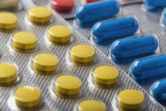 Compresse in grande quantità Immagini per industria farmaceutica Il concetto di medicina immagine stock