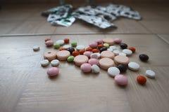 Compresse medicinali e droghe per il trattamento delle malattie Fotografie Stock