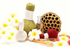 Compresses de fines herbes thaïes de massage Photo stock
