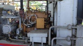 Compresseur puissant à une usine à gaz Comprimant et transportant le gaz à un réseau de pipe-lines clips vidéos