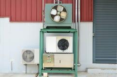 Compresseurs de climatisation ou de refroidisseur pour industriel avec la canalisation photos stock