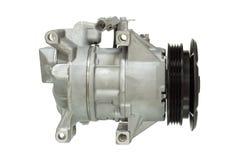Compressor automotivo do condicionamento de ar em um branco Fotografia de Stock Royalty Free