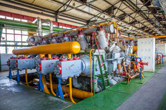 Compressor en Collectormachine in fabriek royalty-vrije stock afbeelding