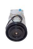 Compressore automobilistico del condizionamento d'aria su un bianco immagine stock