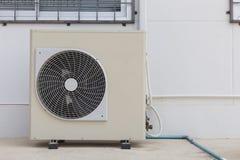 Compressore d'aria sul pavimento immagini stock