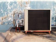 Compressore del condizionamento d'aria e due contenitori di interruttore Fotografia Stock