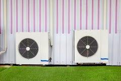 Compressoreenheid van airconditioner stock fotografie