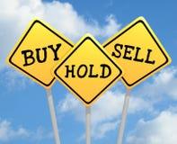 Compri i segni di vendita della tenuta Fotografia Stock Libera da Diritti
