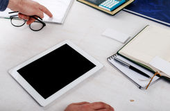 Comprimé blanc avec un écran vide pour votre texte Photo stock