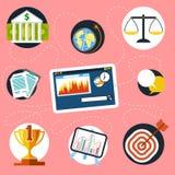 Comprimé de Digital avec des icônes de finances et d'analyse Photos stock