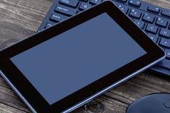 Comprimé de Digital avec le clavier de souris et d'ordinateur Image stock