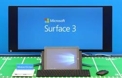 Comprimé de la surface 3 et grand écran Image stock