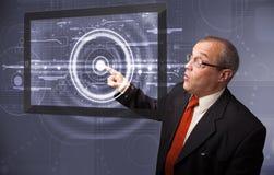 Comprimé moderne émouvant de technologie d'homme d'affaires Images stock