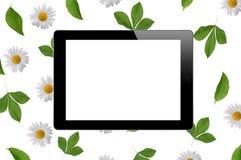 Comprimé noir avec l'écran vide sur le modèle floral de fond Photographie stock