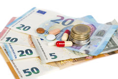Comprimés blancs et rouges avec d'euro billets de banque et pièces de monnaie Photos libres de droits