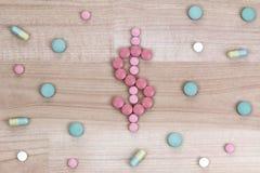 Comprimés de médecine dans une forme de symbole dollar Images libres de droits