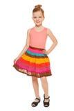Comprimento completo da menina feliz pequena na saia colorida, isolada no fundo branco imagens de stock