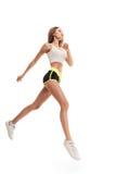 Comprimento completo da mulher do corredor saltar foto de stock