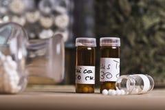 Comprimido com glóbulo da homeopatia Foto de Stock