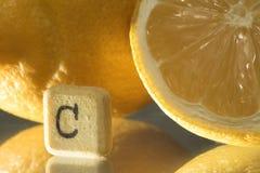 Comprimido da vitamina c e limão, prevenção da gripe Fotografia de Stock Royalty Free
