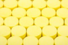 Comprimidos amarelos Imagem de Stock Royalty Free