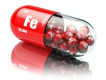 Comprimidos com suplementos dietéticos ao elemento do FE do ferro Cápsulas da vitamina Foto de Stock Royalty Free