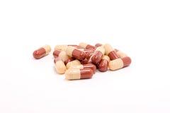 Comprimidos da medicina sobre o branco Fotos de Stock