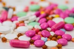 Comprimidos da prescrição e medicamentação farmacêutica Fotografia de Stock Royalty Free