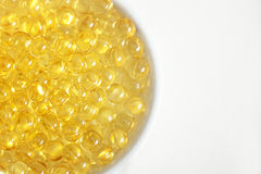 Comprimidos da vitamina (A, D, E, óleo de peixes) Imagens de Stock