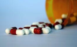 Comprimidos derramados Foto de Stock