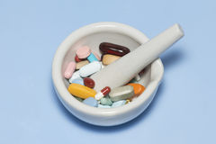 Comprimidos do pilão do almofariz Imagens de Stock Royalty Free