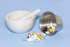Comprimidos do pilão do almofariz Imagens de Stock