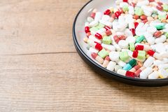 comprimidos, drogas, farm?cia, medicina ou m?dico na placa fotos de stock