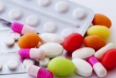 Comprimidos e cápsulas Imagens de Stock