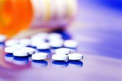 Comprimidos e frasco da prescrição foto de stock royalty free