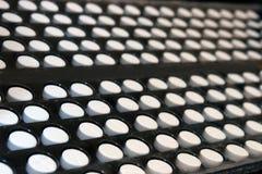 Comprimidos em uma indústria farmacêutica fotografia de stock