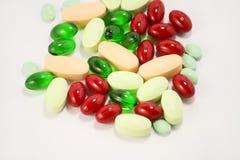 Comprimidos isolados no branco Fotografia de Stock