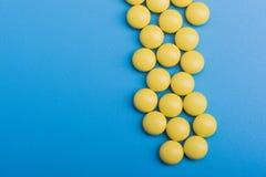 Comprimidos médicos amarelos Imagem de Stock
