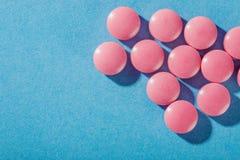 Comprimidos médicos da forma redonda e da cor clara Fotografia de Stock Royalty Free
