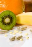 Comprimidos ou frutas Fotos de Stock Royalty Free