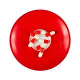 comprimidos Vermelho-brancos no prato Fotos de Stock Royalty Free