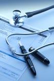 Comprobación del coste de atención sanitaria Imagen de archivo libre de regalías