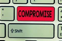 Compromis conceptuel d'apparence d'écriture de main Le texte de photo d'affaires parvenu à l'accord par concession mutuelle donne images libres de droits