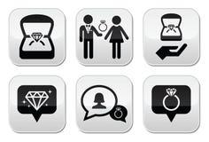 Compromiso, anillo de diamante en los botones de la caja fijados Fotos de archivo