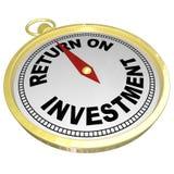 Compás de la rentabilidad de la inversión que señala a ROI Money Choices Foto de archivo