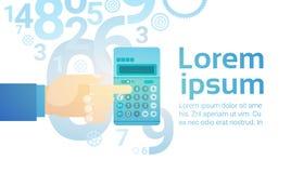 Comptable bancaire de Hand Hold Calculator d'homme d'affaires Photos libres de droits