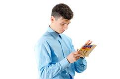 Compte d'adolescent sur le jouet d'abaque d'isolement sur le fond blanc Photo libre de droits